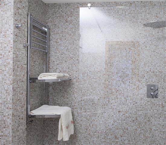 La qualit made in italy le tecnologie esclusive e il design di deltacalor bagno italiano blog - Andrea castrignano bagno ...
